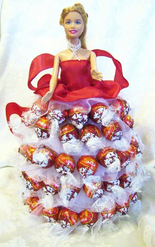 подарок из конфет кукла Барби