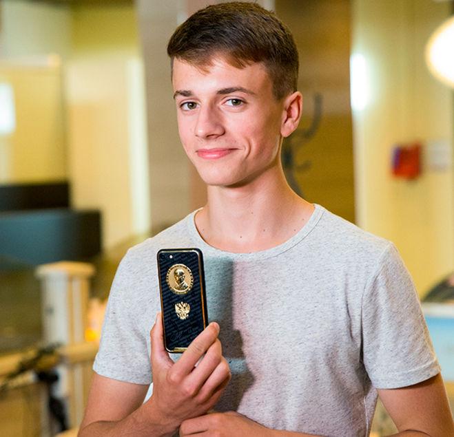 Данил Прилепа золотой айфон