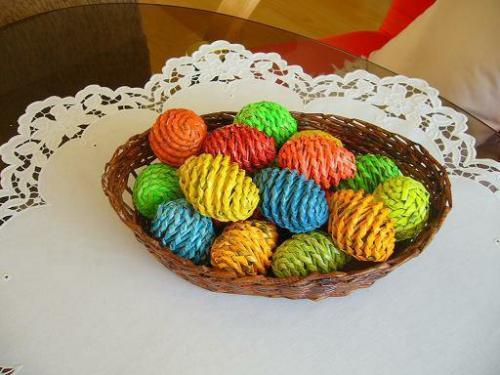 спиральное плетение, газетные трубочки, пасхальные яйца