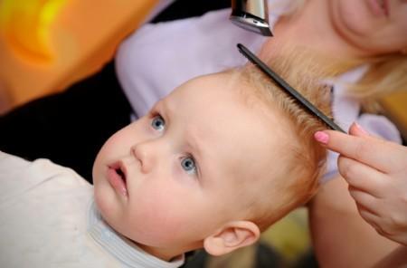 Нужно ли стричь ребёнка в год Первая стрижка ребенка