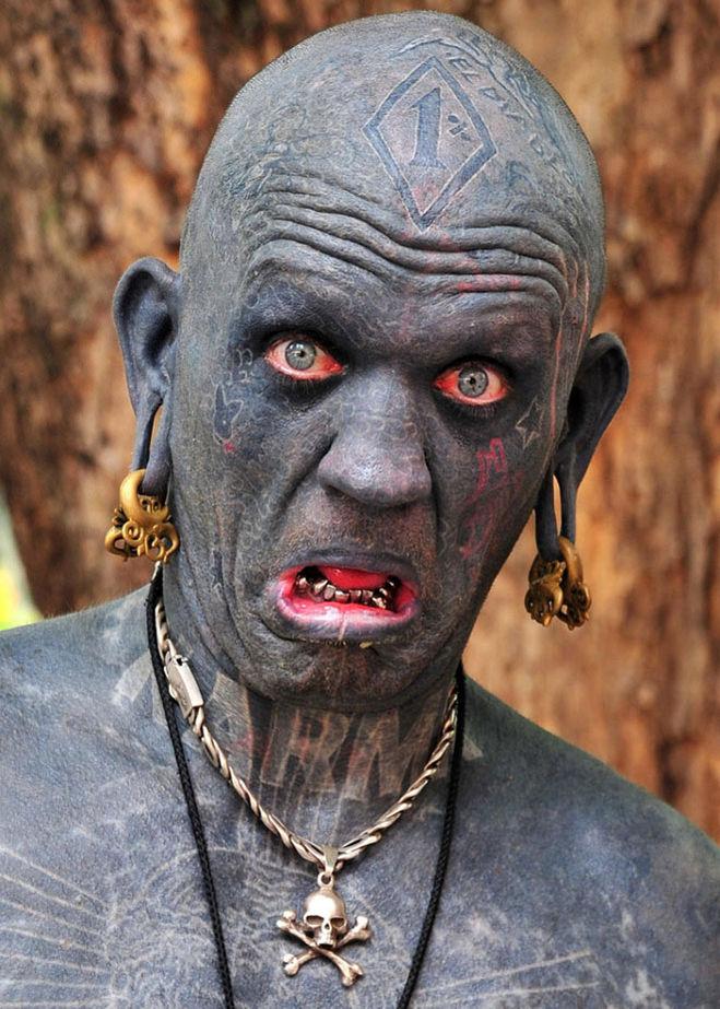 Люди в татуировках и пирсинге 83