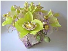 Конфетно-букетная композиция из цветов