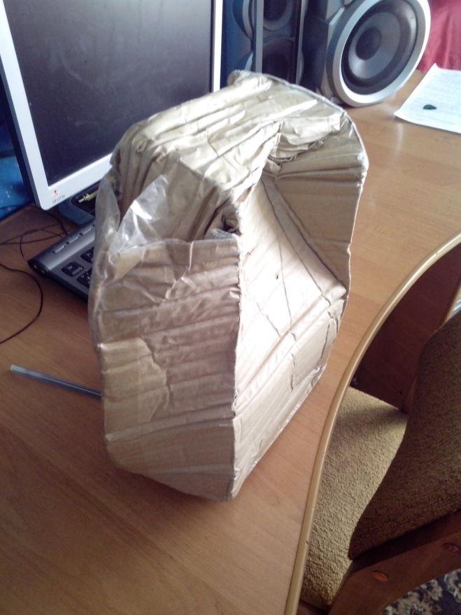 Коробка не просто мятая, но и надорванная