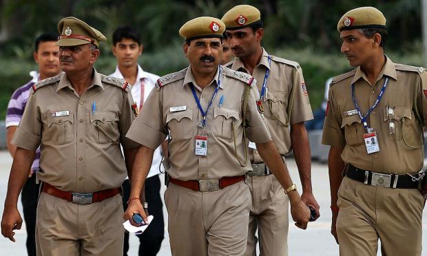 индийские полицейские носящие усы