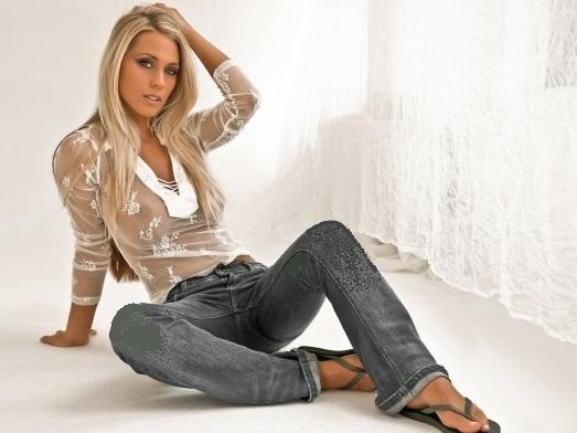 фото телки в джинсах