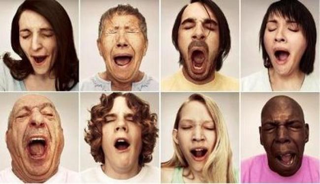 Почему когда зеваешь слезы текут