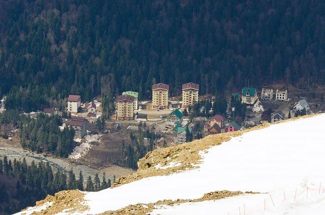 Вид на поселок Домбай сверху