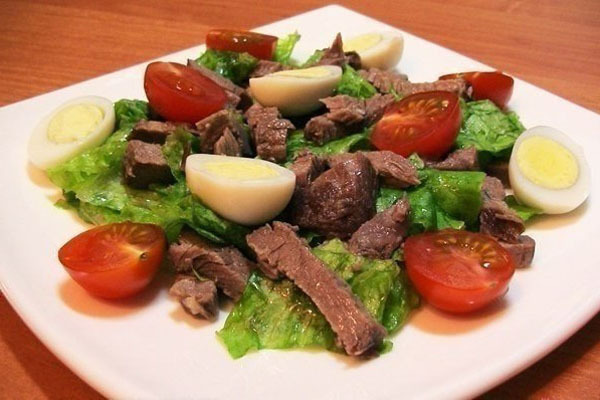 Салат с мясом и помидорами
