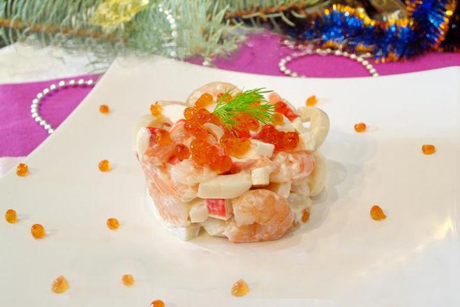 Рецепт салата из красной рыбы и креветок с
