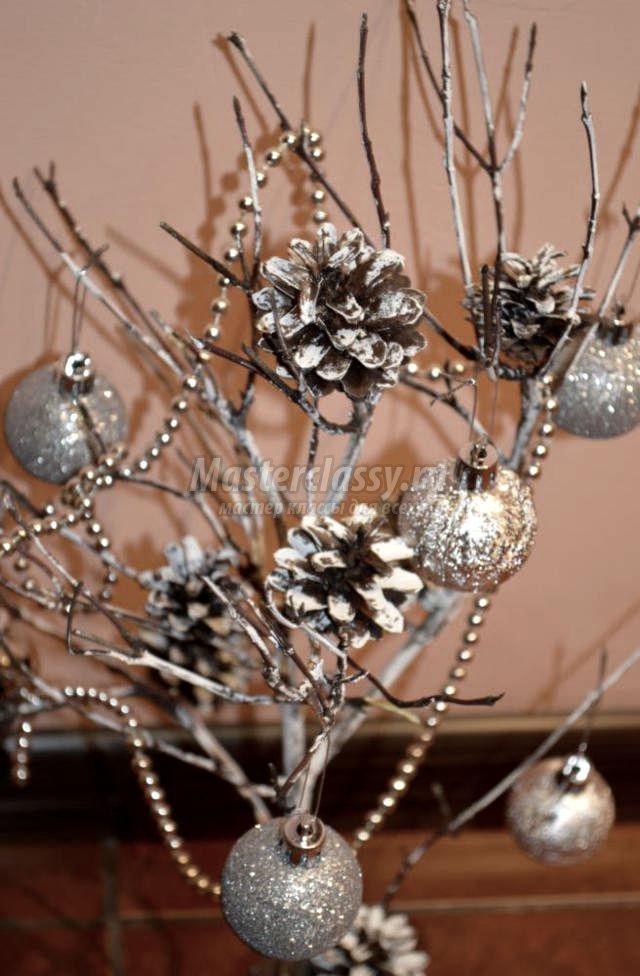 Как �дела�� �воими ��ками новогодн�� компози�и� из �и�ек
