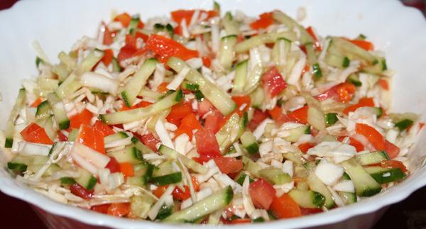 Салат с капустой морковью и помидорами197
