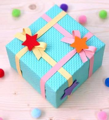 Украсить подарочную коробку своими руками