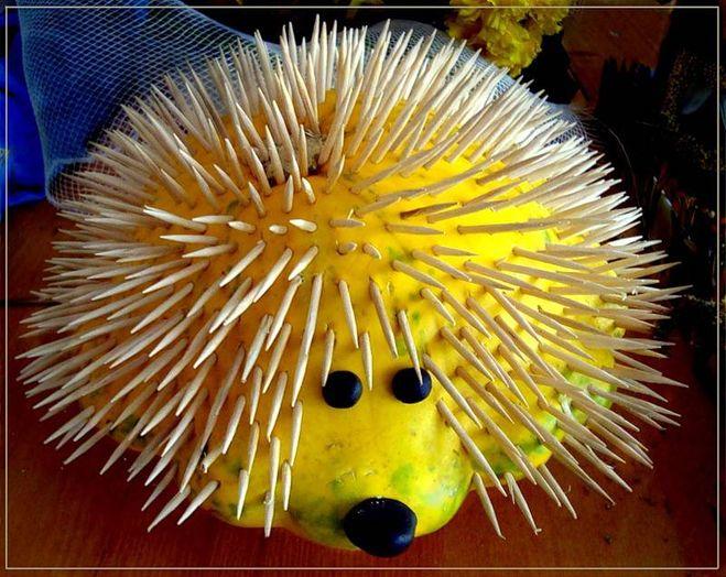 Как сделать ёжика из фруктов фото 351