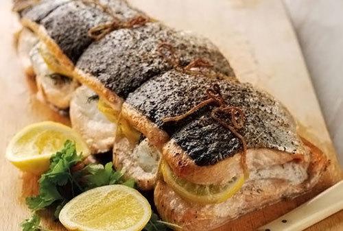 Фаршированный лосось в духовке