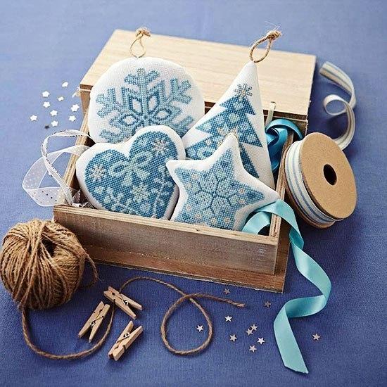 Вышивка и игрушки из ткани