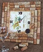 подарок своими руками из винных пробок на 8 марта своими руками часы