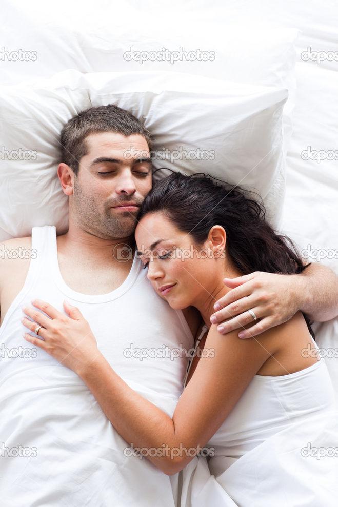 zhena-muzh-i-drug-v-posteli