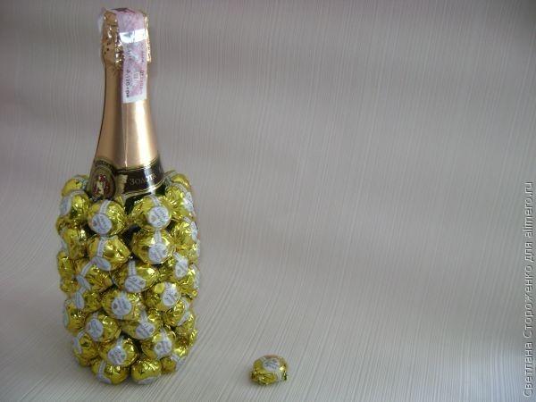 Украсить бутылку шампанского конфетами своими руками фото