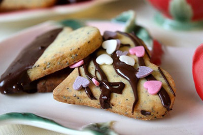печенье-валентинка с маком и марципанами