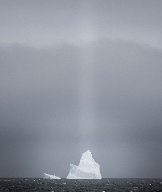 где смотреть фото перевернутого айсберга