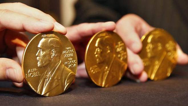 Заслужил ли Боб Дилан Нобелевскую премию? Больше Умберто Эко и Мураками?