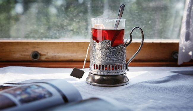 чай в фирменных подстаканниках РЖД