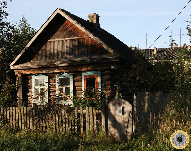 Деревянная изба в Курловке