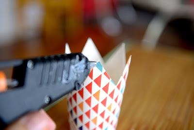 корона на ободке своими руками из бумажного станканчика