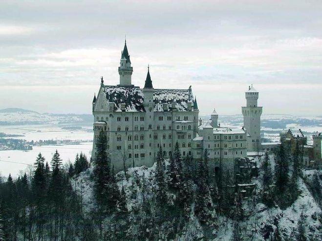 И крепости очень похоже замок как