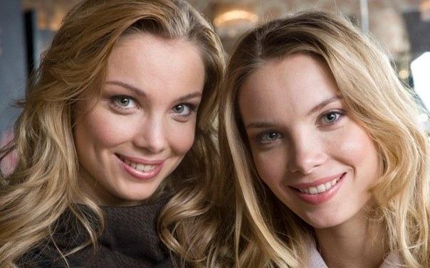 голые сестры с сестрой фото