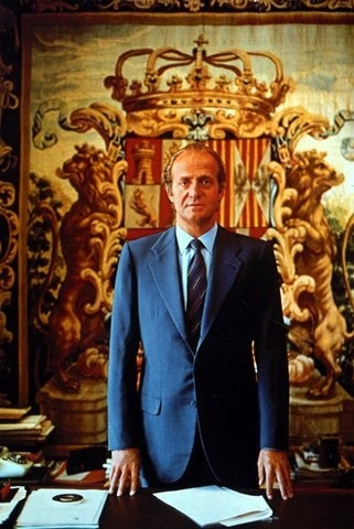 a biography of juan carlos de borbon y borbon the king of spain from 1975 to 2014 Son of don juan of bourbon and battenberg and grandson, therefore, king alfonso xiii, juan carlos was born in rome, the city where his grandfather alfonso xiii, deposed had exiled to establish the second spanish republic (april, 1931.