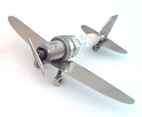 самолет из винтиков