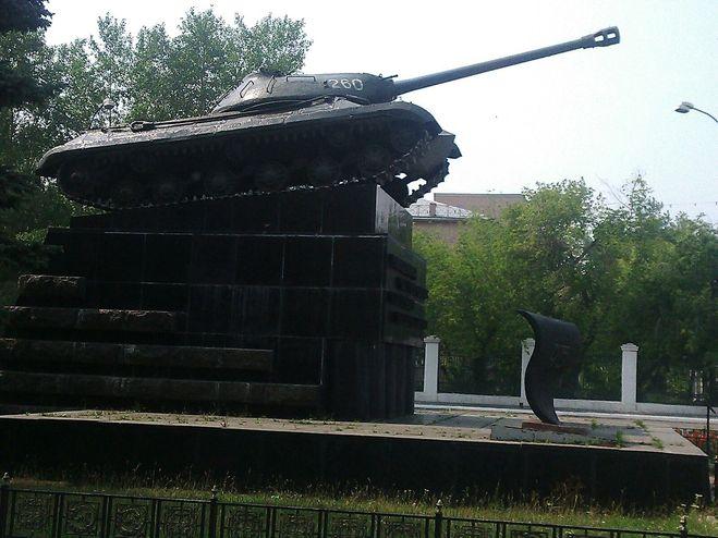 танк на Комсомольской площади в Челябинске, памятники ВОВ в Челябинске