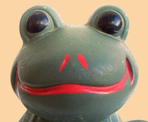 Копилка-лягушка из папье-маше своими руками 28