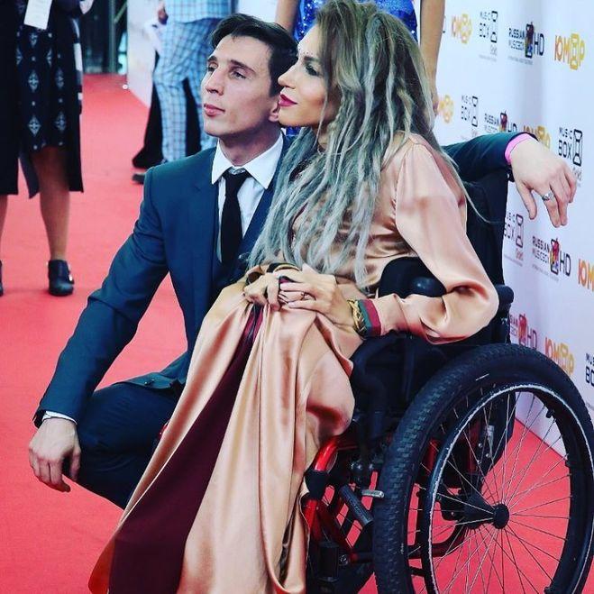 Юлию Самойлову везде сопровождает ее супруг Алексей. Они вместе уже более восьми лет, два года уже прожили в браке