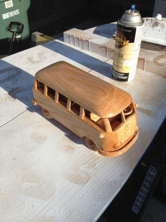 автобус из дерева