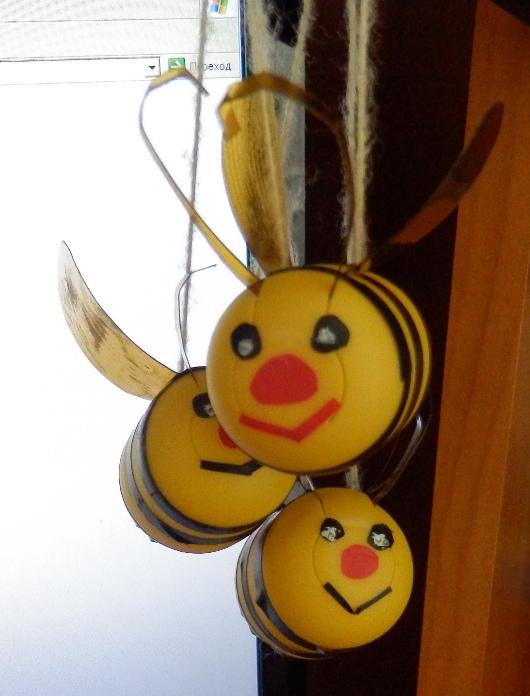 Как сделать пчелок из киндер сюрпризов 512